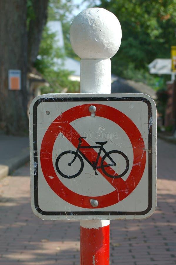 Download Nessun bici 2 immagine stock. Immagine di mattone, alberi - 213125