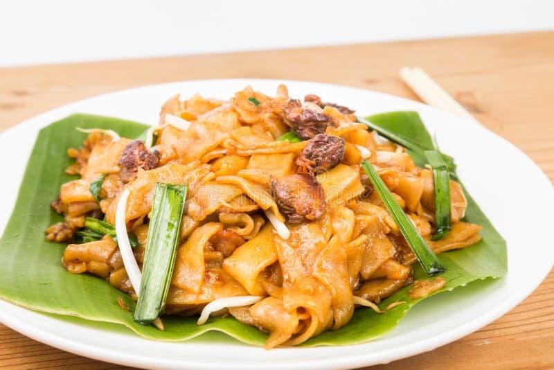 Nessun carbone cinese semplice Kway Teow o Fried Noodle degli arricciamenti sulla foglia della banana fotografie stock libere da diritti