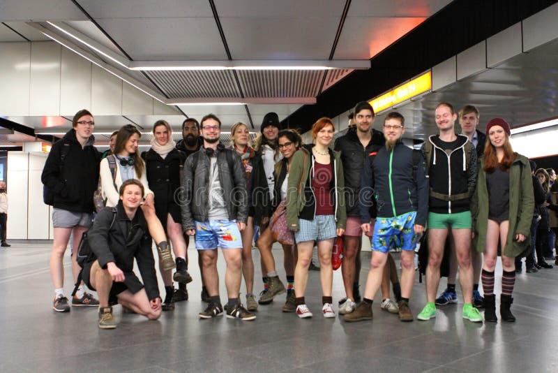 Nessun giro del sottopassaggio di Vienna di giorno dei pantaloni immagini stock