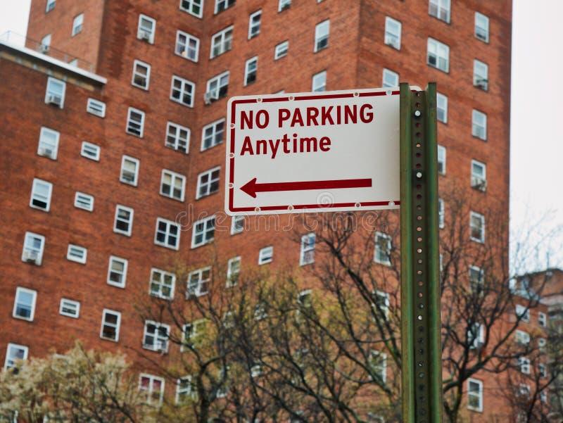 Nessun parcheggio in qualunque momento del segno sulla via a Manhattan New York City immagine stock libera da diritti