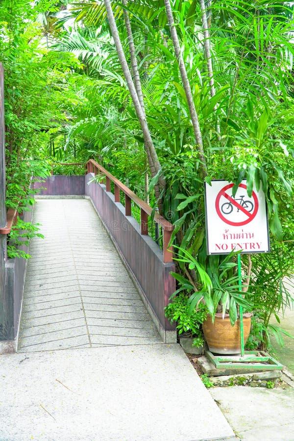 Nessun segnali stradali e simboli della bici nessun'entrata Access fotografia stock