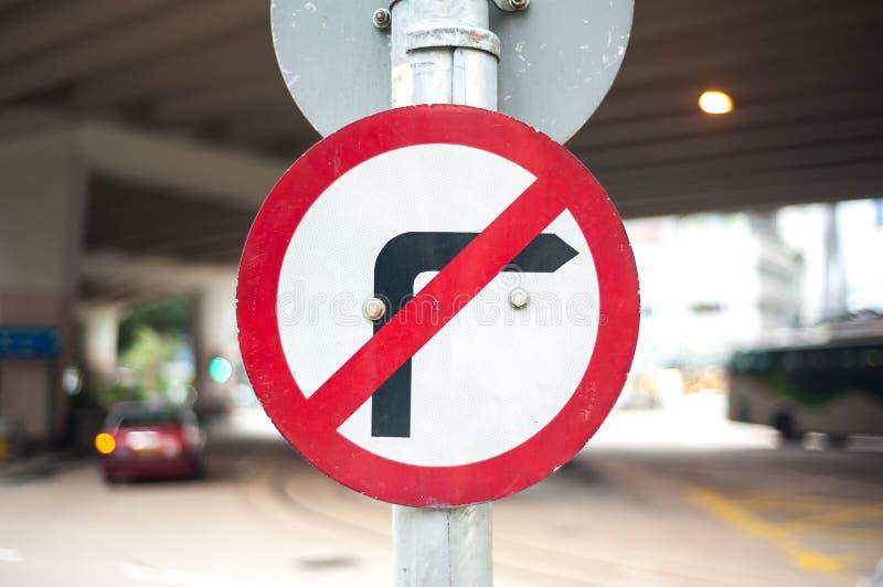 Nessun segno con svolta a destra su una via di Hong Kong fotografie stock libere da diritti