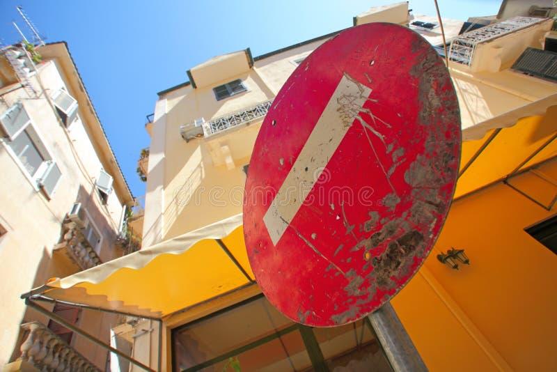 Nessun segno dell'entrata (non entri). Kerkyra, Corfù. fotografia stock