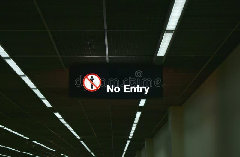 Nessun segno dell'entrata sul soffitto all'aeroporto internazionale terminale Tailandia del muang di Don fotografia stock