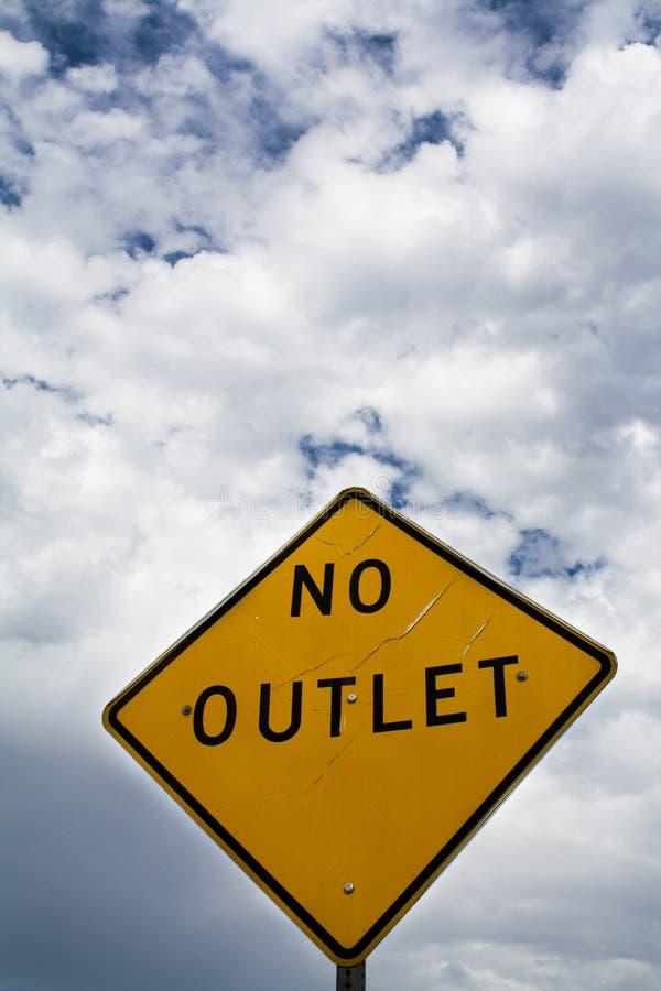 Nessun segno dello sbocco con le nuvole fotografie stock libere da diritti