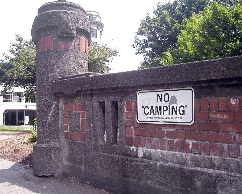 Nessun segno di campeggio