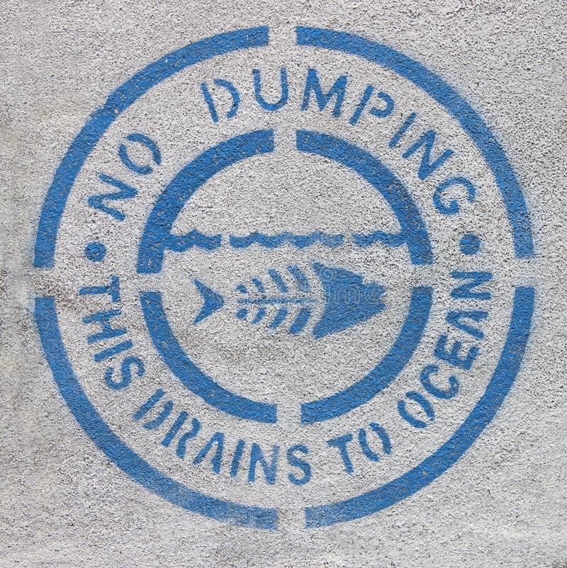 Nessun segno di dumping dell'inquinamento marino immagine stock libera da diritti