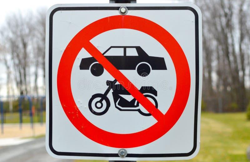 Nessuna bicicletta, motociclo, segno di area dell'automobile fotografia stock libera da diritti
