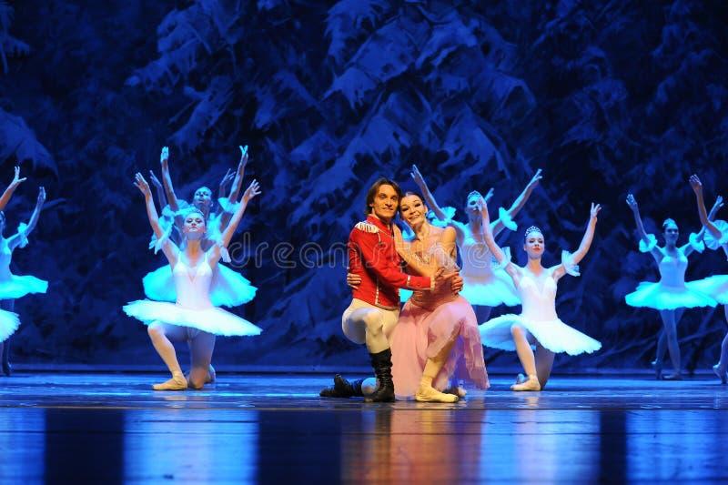 Nestel me samen zeer de warm-eerste handeling van het vierde Land van de gebiedssneeuw - de Balletnotekraker stock afbeelding