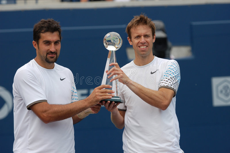 Download Nestor And Zimonjic Rogers Cup 2008 Winners (46) Editorial Photography - Image: 5887217