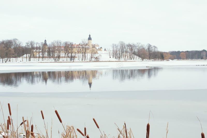 Nesvizh slott i vinter, Vitryssland royaltyfri foto