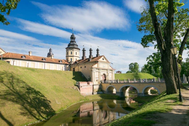 NESVIZH, WIT-RUSLAND - Mei 20, 2017: Middeleeuws kasteel in Nesvizh, het Gebied van Minsk, Wit-Rusland stock foto
