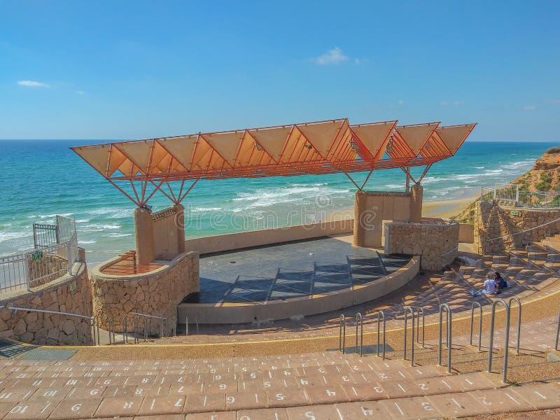 Netanya's amfitheater boven de Middellandse Zee in de resort stad Netanya, Israël stock foto's