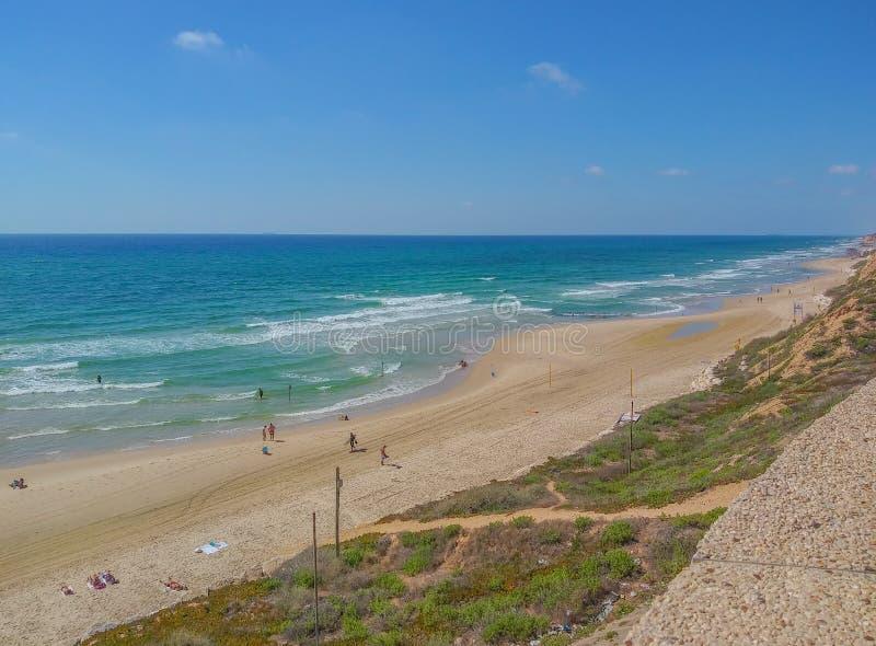 Netanya-strand aan de Middellandse Zee in Netanya, Israël stock afbeeldingen