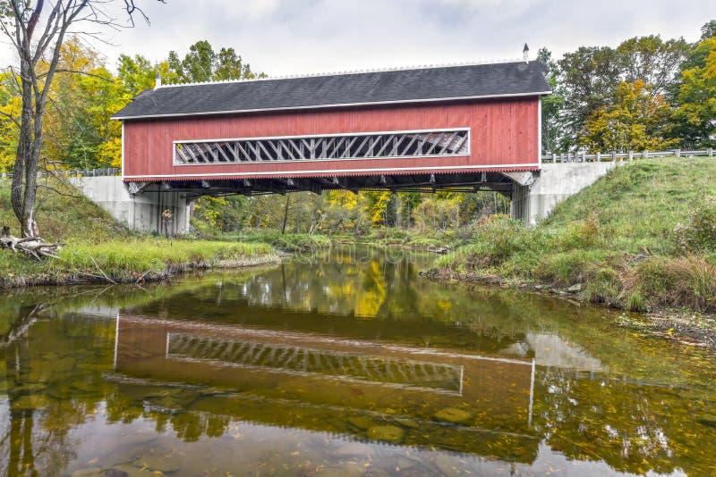 Netcher-überdachte Brücke stockfoto