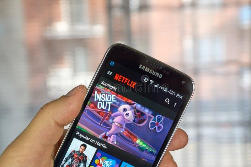 Netflix app op androïde celtelefoon royalty-vrije stock fotografie