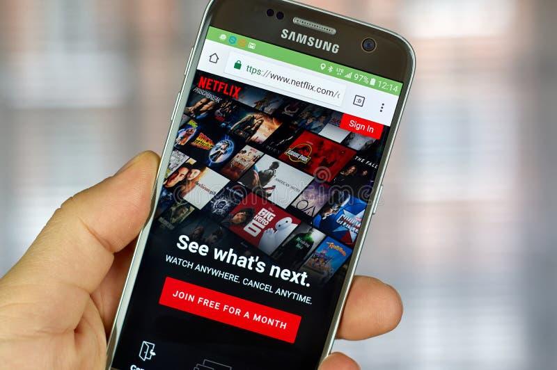 Netflixtoepassing die op Samsung lopen stock afbeeldingen