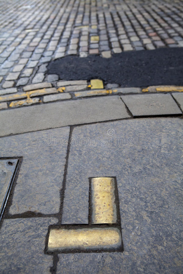 Netherbow portmarkörer i Edinburg royaltyfri foto