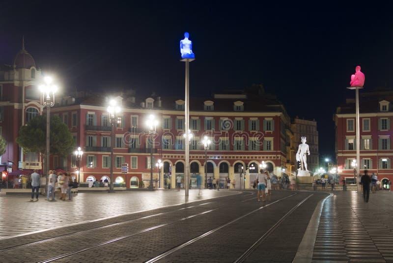 Nett, Frankreich Massena-Quadrat in der Nacht lizenzfreie stockbilder