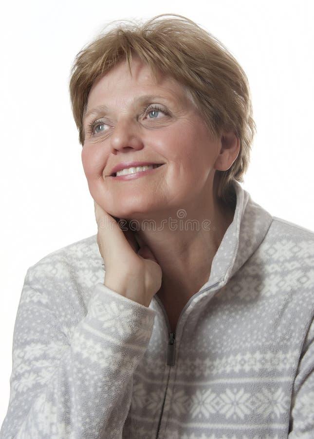 Nette ältere Frau in sechzig Jahren alt lizenzfreie stockfotografie