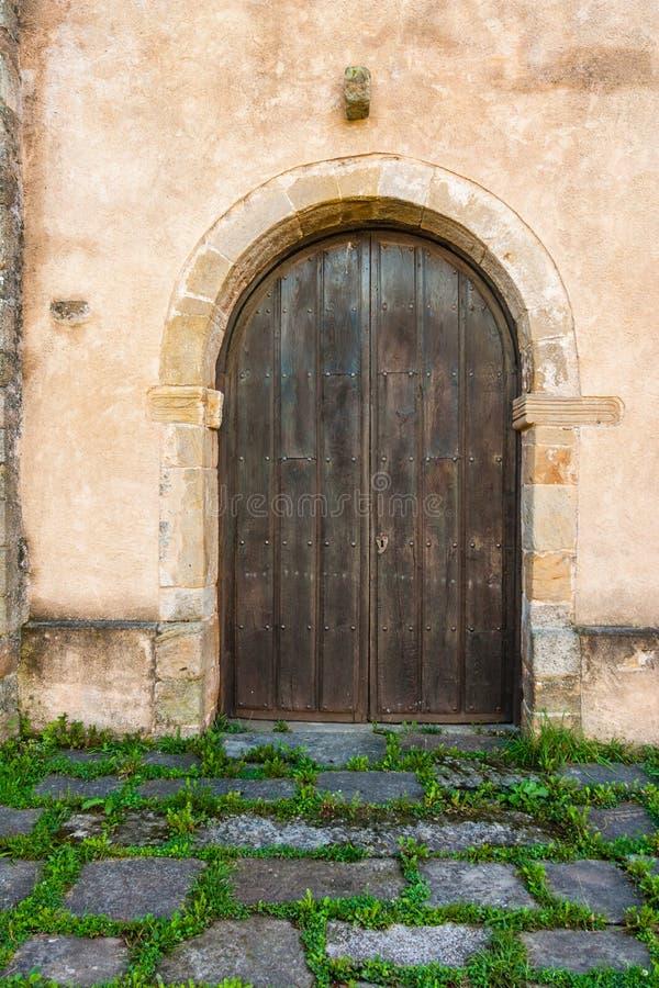 Nette antike Tür in einem ländlichen Haus lizenzfreie stockfotografie