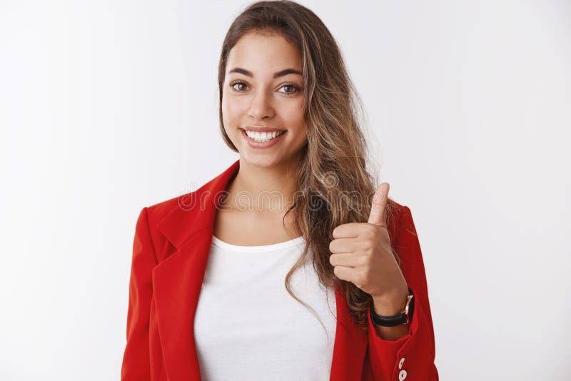 Nette Arbeit, stolz Sie Teammitglied-Vertretungsdaumen des Portr?ts unterst?tzender weiblicher herauf die Geste, die anerkennend, lizenzfreie stockbilder