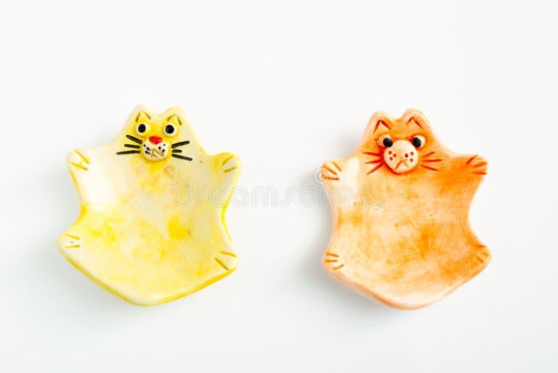 Nette bunte keramische Cat Ashtrays stockfotos