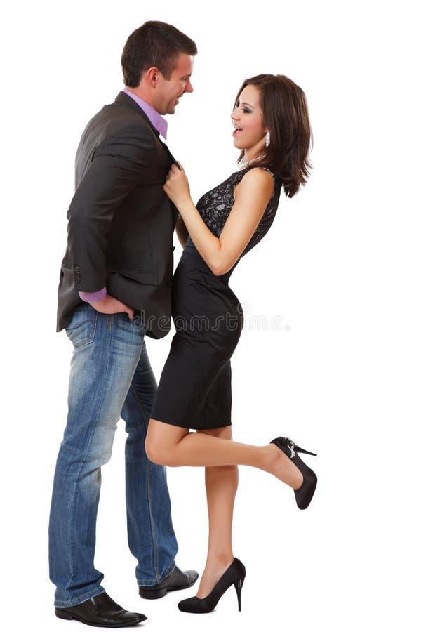 Nette elegante Paare, die auf weißem Hintergrund aufwerfen lizenzfreies stockbild
