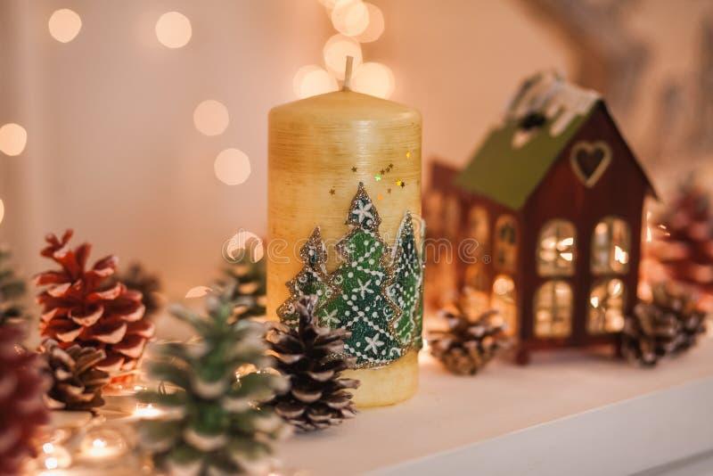 Nette Elemente gemütlichen Winter Weihnachtsinnenraums stockbild