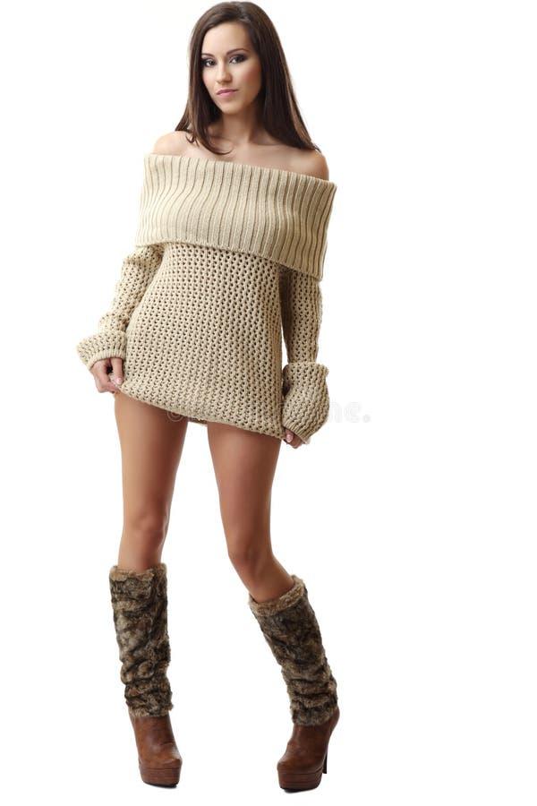 Nette Frau in der reizvollen Kleidung lizenzfreies stockfoto