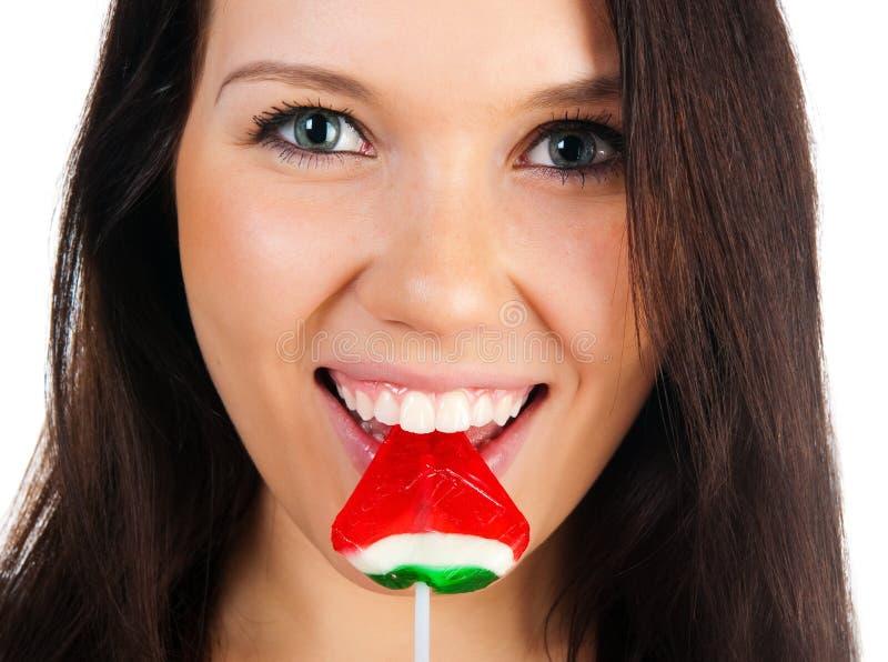 Nette Frau mit heller Süßigkeit stockfotos