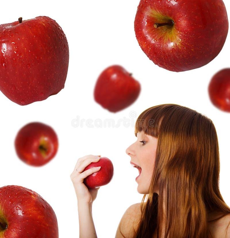 Nette Frauen mit roten Äpfeln stockfotografie