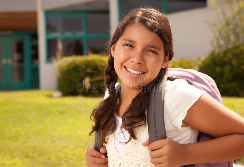 Nette hispanische jugendlich Studentin betriebsbereit zur Schule lizenzfreie stockbilder