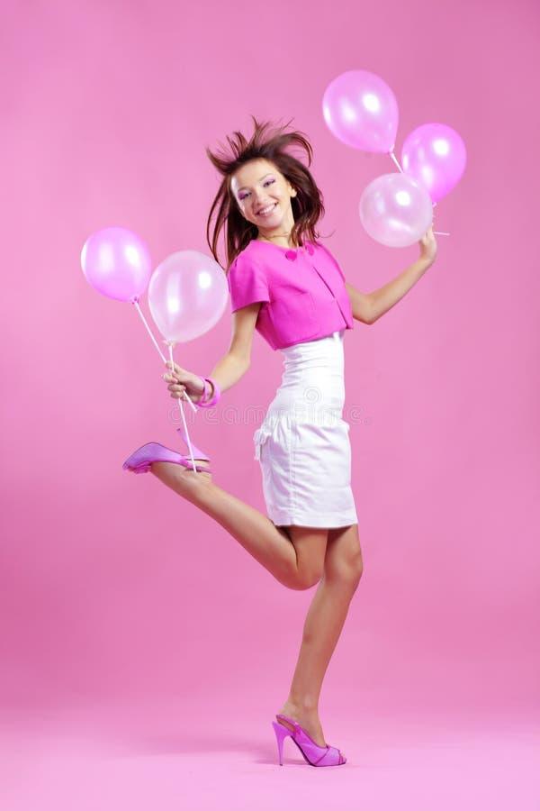 Nette Jugendliche mit Ballonen lizenzfreie stockfotos