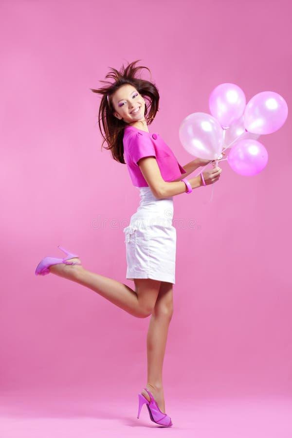 Nette Jugendliche mit Ballonen lizenzfreie stockbilder