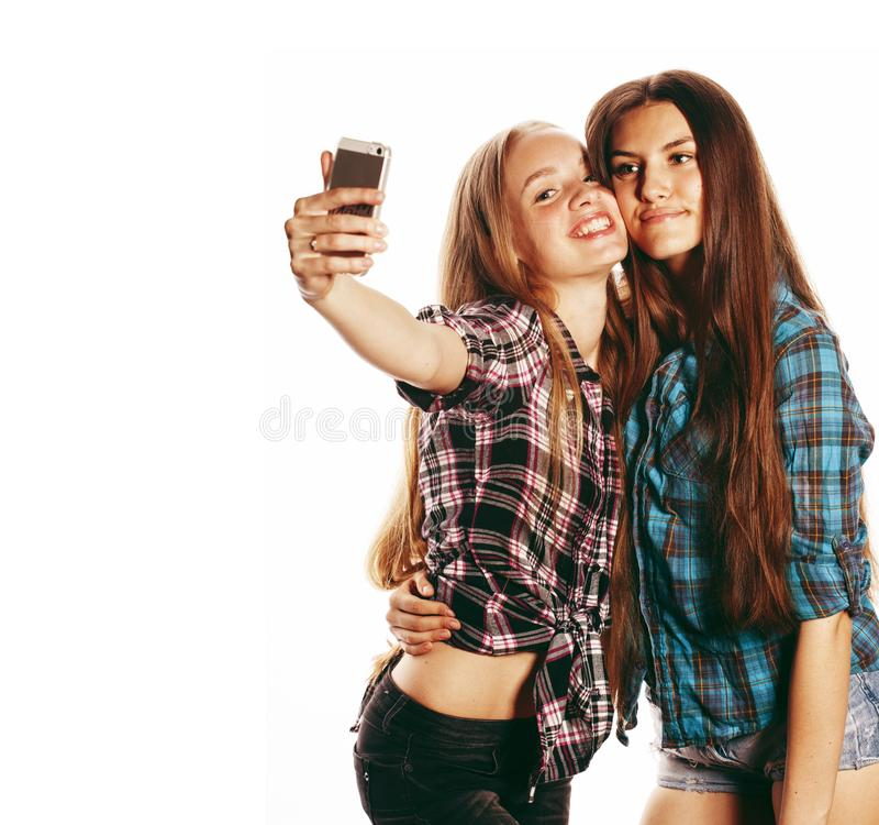 Nette Jugendlichen, die das selfie lokalisiert machen stockfoto