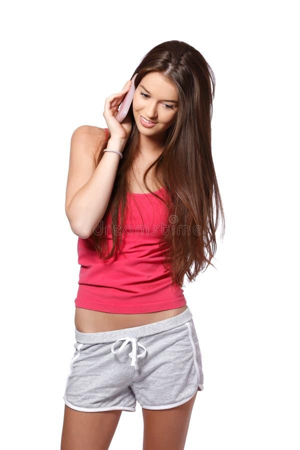 Nette junge Frau, die einen Aufruf bildet stockfotografie