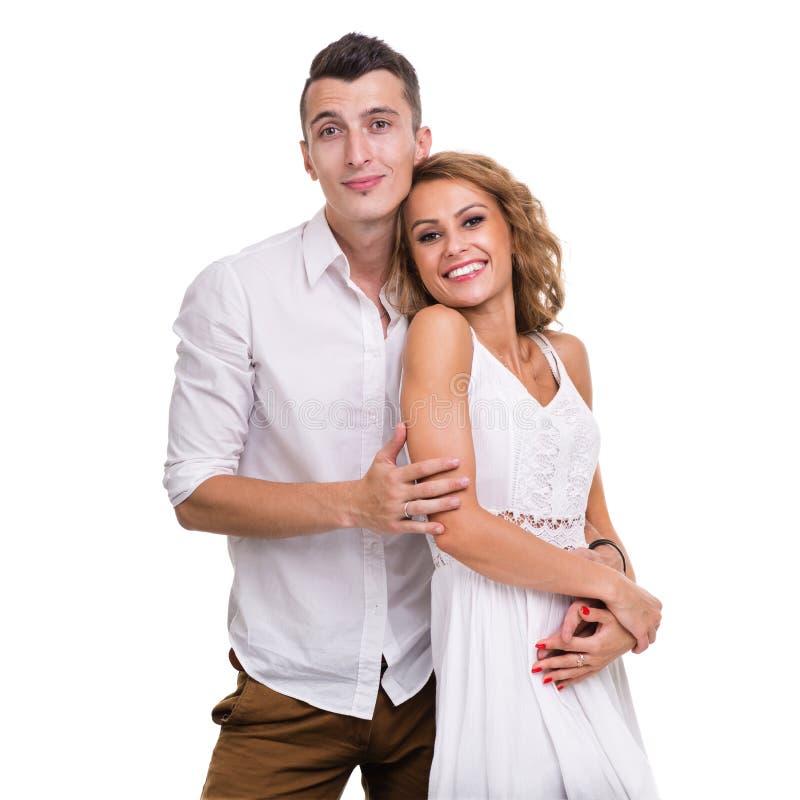 Nette junge Paare auf dem weißen Hintergrund, lokalisiert stockbild