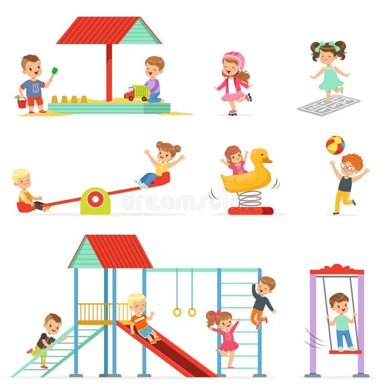 Nette Karikaturkleinkinder, die Spaß am Spielplatz eingestellt, Kinder draußen spielen Vektor Illustrationen spielen und haben stock abbildung