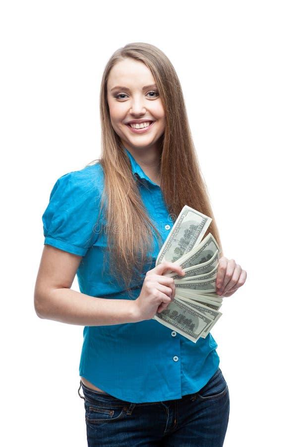 Nette kaukasische Geschäftsfrau im schwarzen Anzug, der Geld lokalisiert auf Weiß hält stockfotos