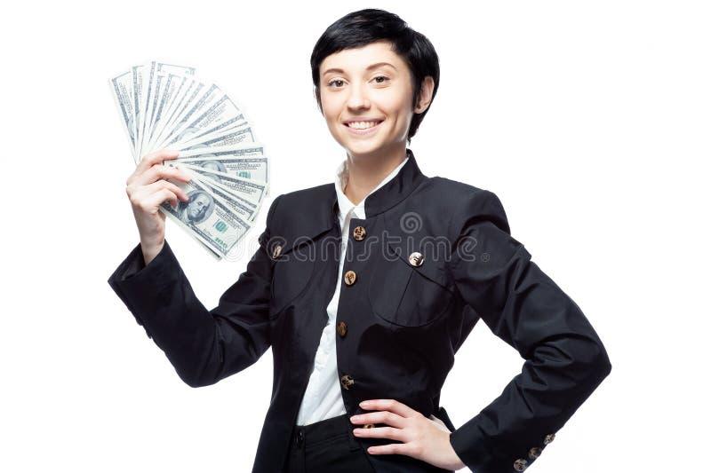 Nette kaukasische Geschäftsfrau im schwarzen Anzug, der Geld hält lizenzfreies stockbild