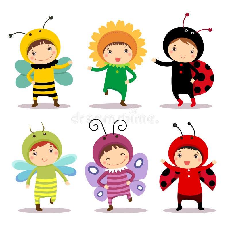 Nette Kinder, die Insekten- und Blumenkostüme tragen