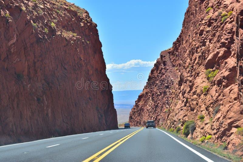 Nette Landstraße in Arizona stockfotos