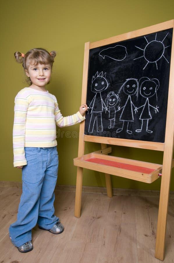 Nette Mädchenzeichnungsfamilie lizenzfreies stockbild