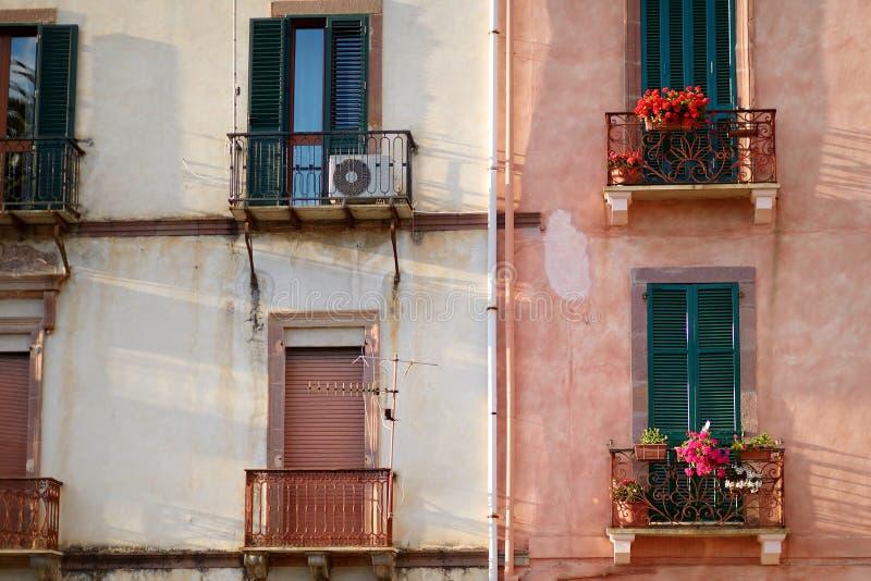 Nette Mittelmeerhausfassaden stockfotos