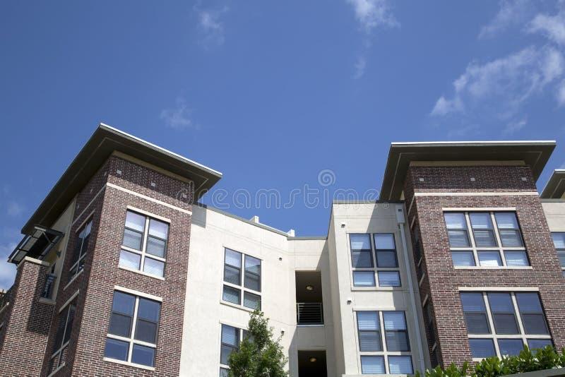 Nette moderne Wohngebäude stockfotografie