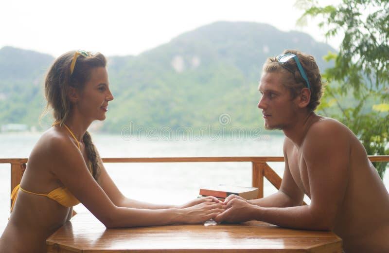 Nette Paare in der Liebe stockfotos