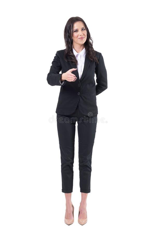 Nette reizend höfliche Geschäftsfrau in Angebothand der Klage für Händedruck mit anderer Hand hinter Rückseite lizenzfreies stockbild