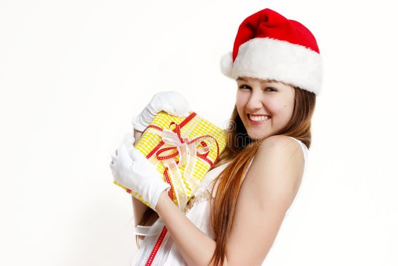 Nette Schnee-Maid mit einem Geschenkkasten stockfotografie