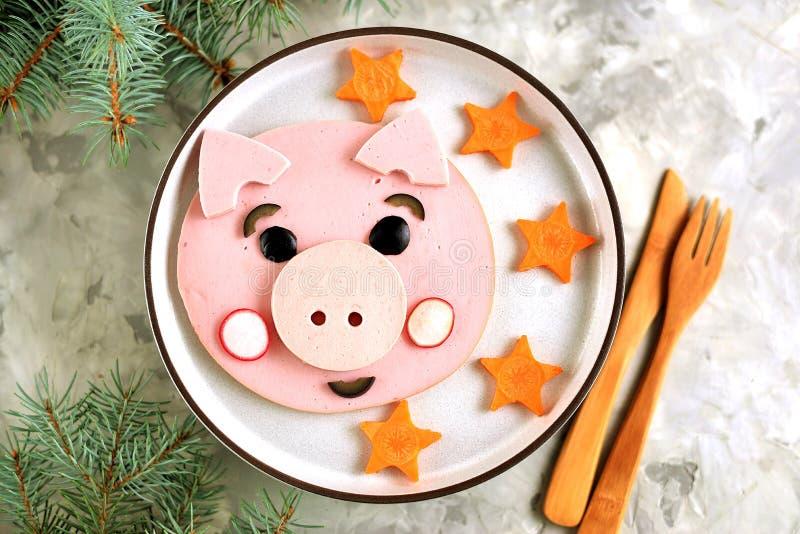 Nette Schweinnahrungsmittelkunstidee zum das Frühstück 2019 der Kinder Beschneidungspfad eingeschlossen stockfotografie